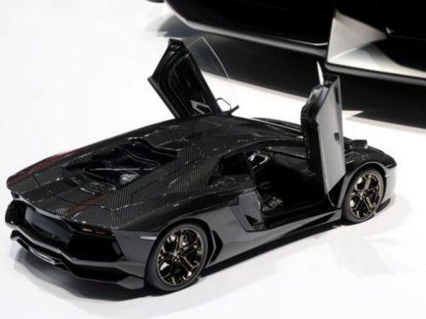 lamborghini-aventador-18-scale-model-car