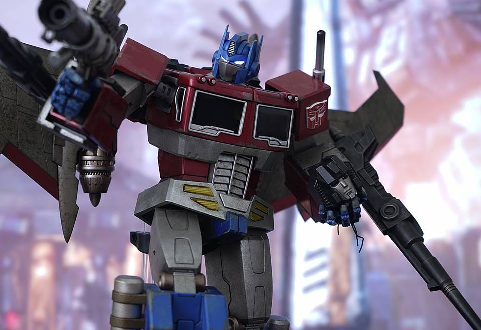 Hot-Toys-Optimus-Prime-6