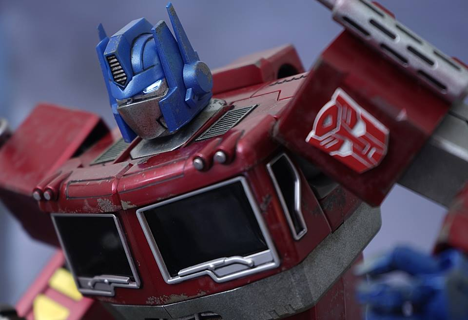 Hot-Toys-Optimus-Prime-7