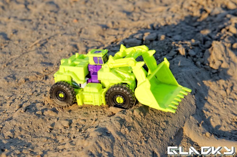 Transformers Combiner Wars SCRAPPER altmode