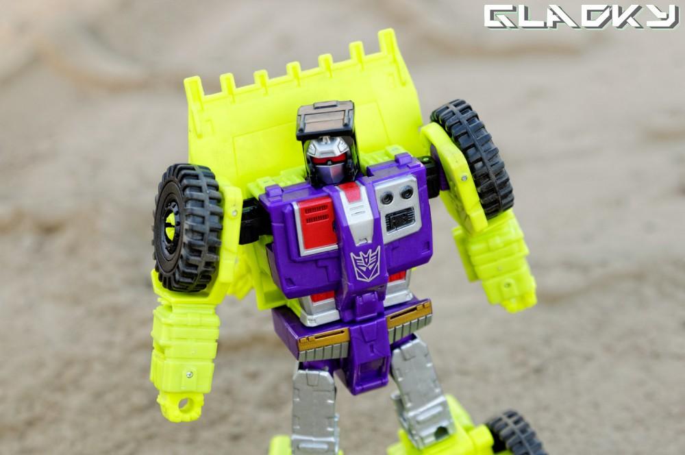 Transformers Combiner Wars SCRAPPER robotmode
