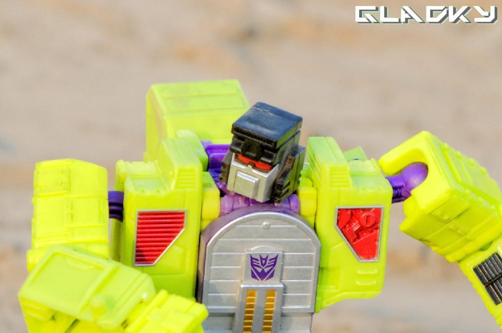 Transformers Combiner Wars Scavenger robotmode