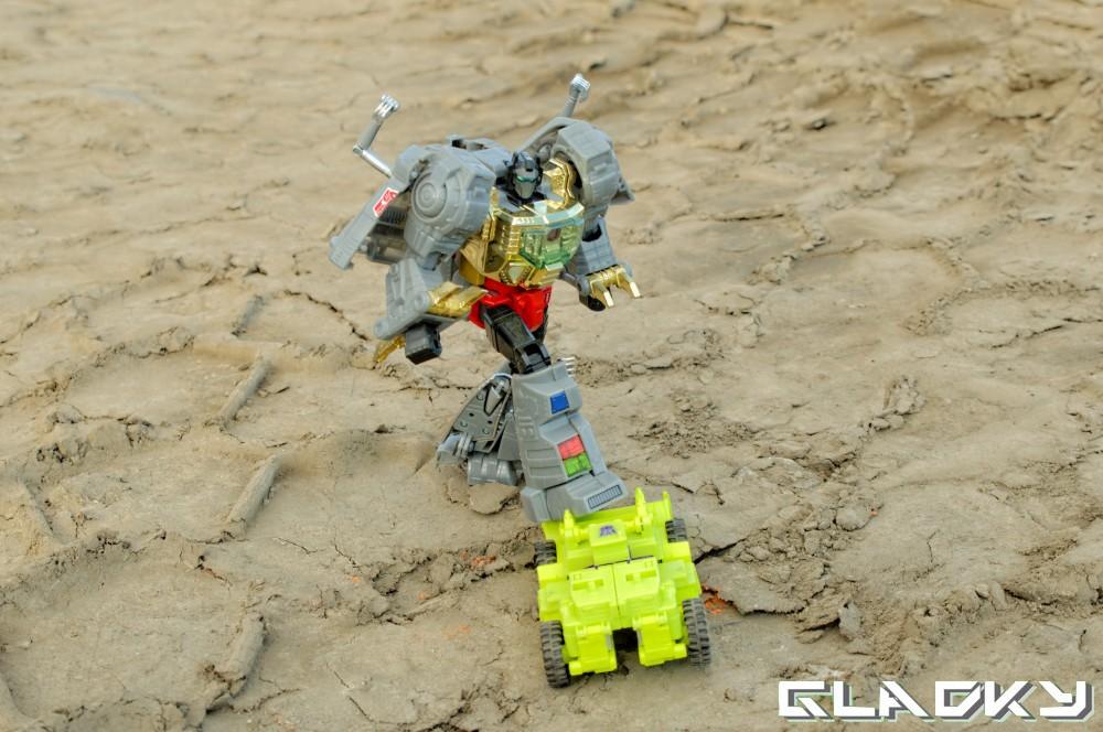 Combiner Wars Scrapper (7)