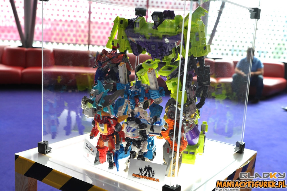 Pokaz Transformers The Last Knight Maniacyfigurek Recenzja Tiny Turbo Changers (10)