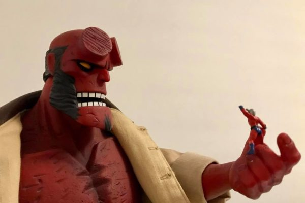 Mezco Hellboy vs Marvel Universe Ant-Man