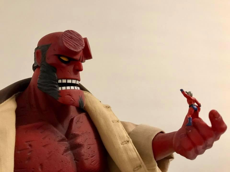 Mezco Hellboy vs Marvel Universe Ant-Man