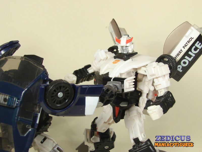 Transformers The Last Knight Barricade, Universe Prowl tryby robota