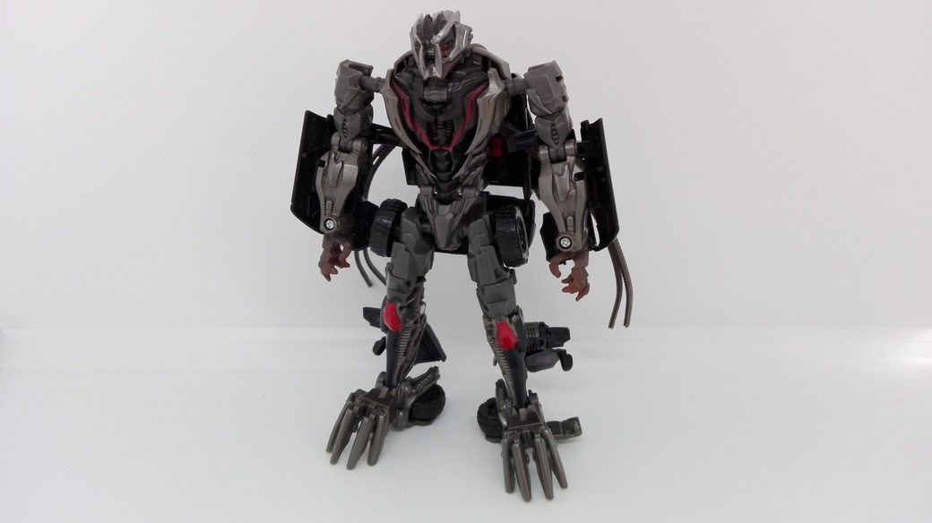 Transformers Studio Series Crowbar robot-front