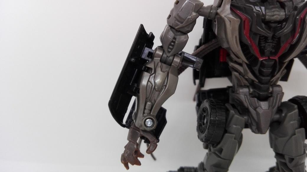Transformers Studio Series Crowbar robot-arms-1