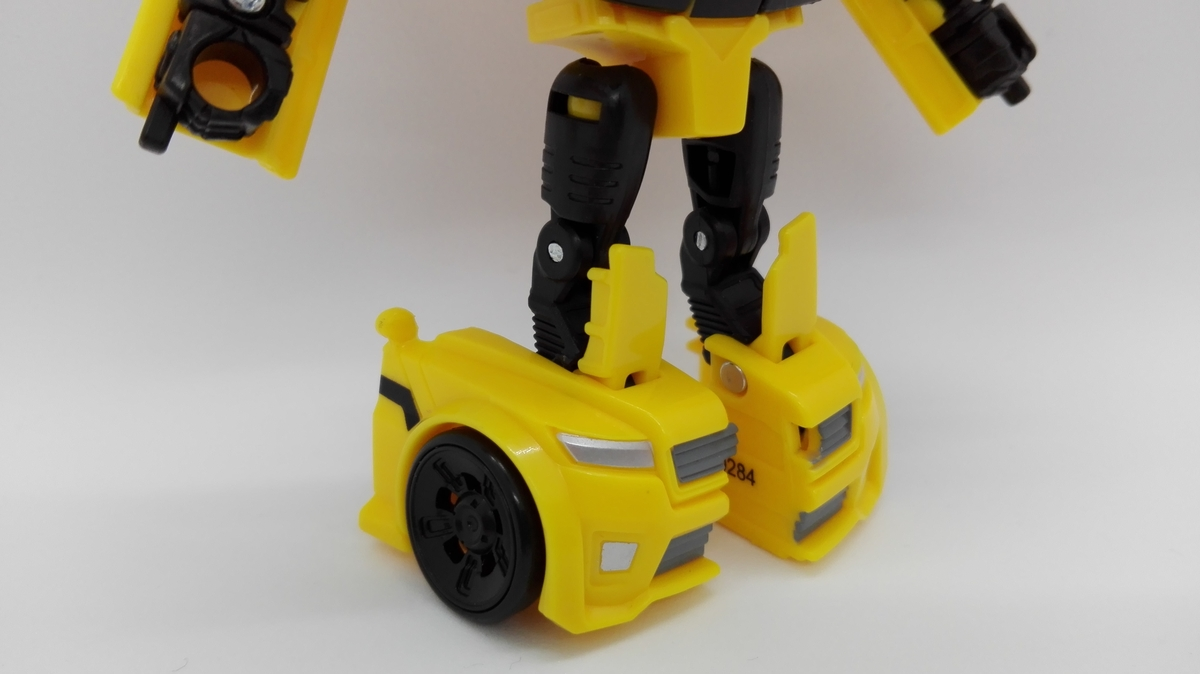 Transformers Generations Titans Return Bumblebee robot-8