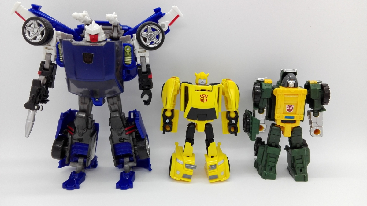 Transformers Generations Titans Return Bumblebee robot-comparisons-1