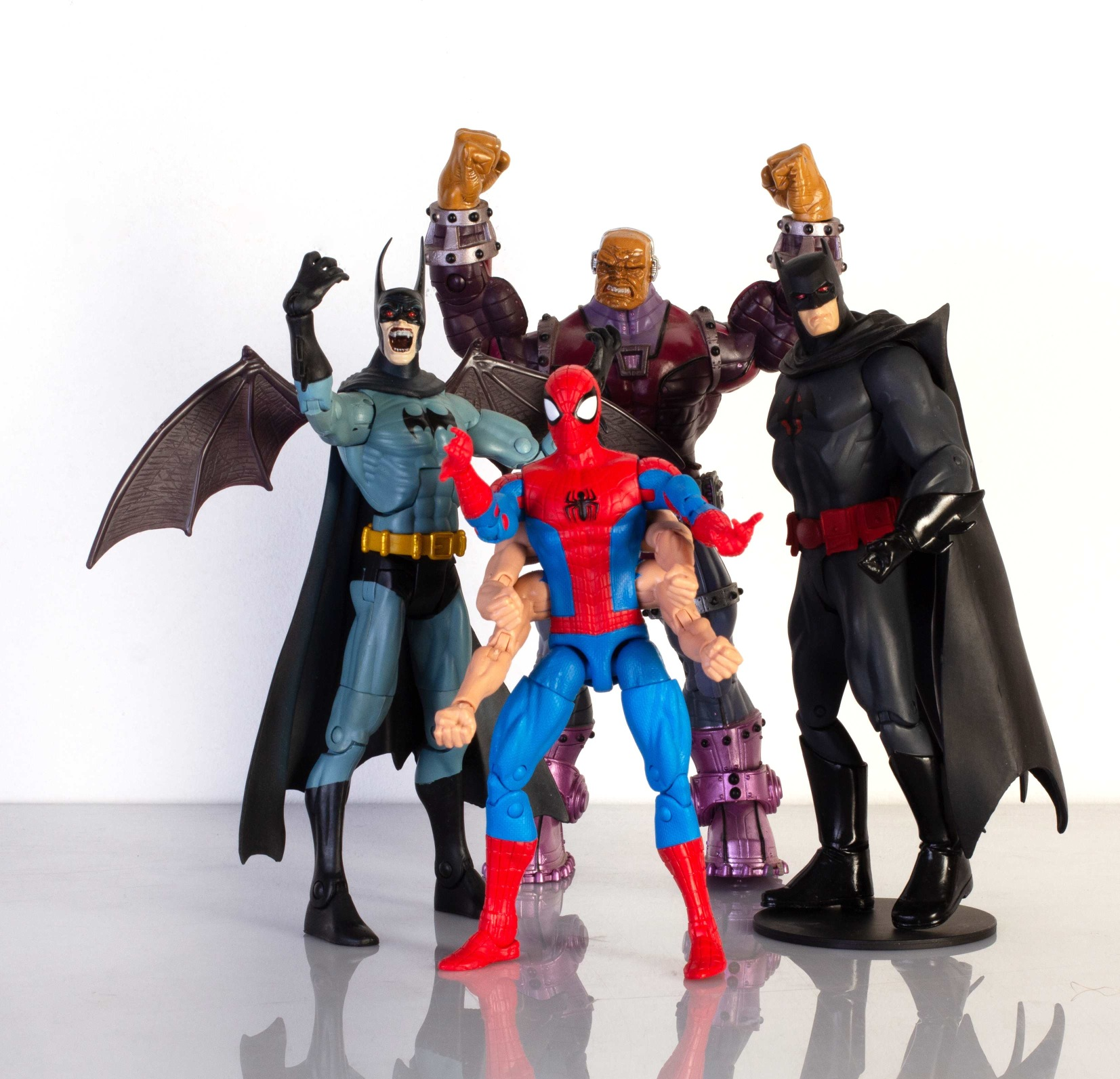 Marvel Legends Sixarms Spiderman vs. DC Vampire Batman, Direct Flashpoint Batman i Universe Mogul.